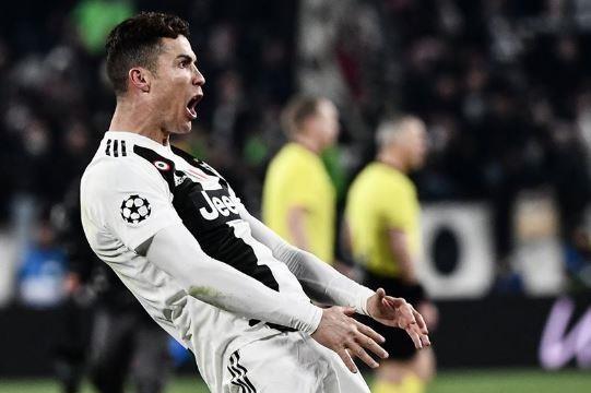 Ronaldo an mung che nhao HLV Simeone sau khi lap hat-trick hinh anh 3