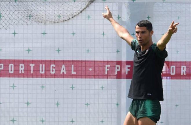 Ronaldo lan dau tro lai tuyen ke tu that bai o World Cup 2018 hinh anh 4