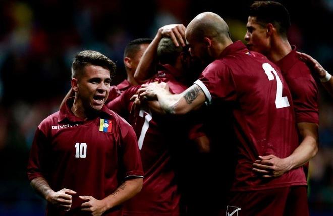Argentina thua Venezuela 1-3 trong ngay Messi tro lai hinh anh 1