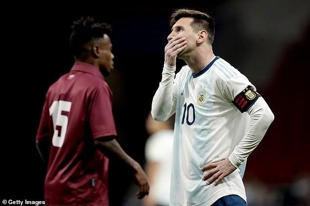 Messi tro lai Barcelona sau khi dinh chan thuong hang hinh anh 4