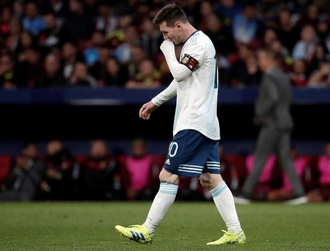 Messi tro lai Barcelona sau khi dinh chan thuong hang hinh anh 6