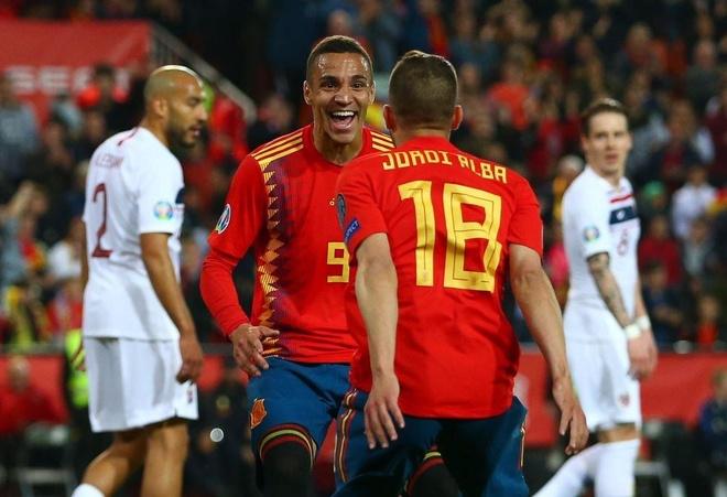 Ramos ghi ban o tran thu 5 lien tiep giup Tay Ban Nha danh bai Na Uy hinh anh 1