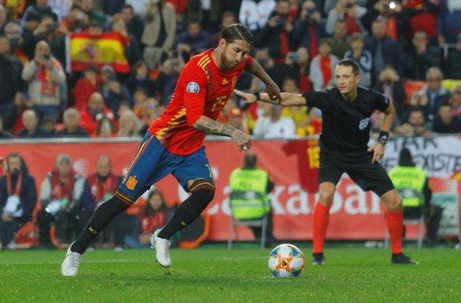 Ramos ghi ban o tran thu 5 lien tiep giup Tay Ban Nha danh bai Na Uy hinh anh 2