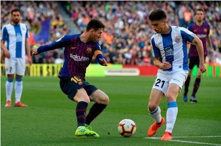 Messi toa sang giup Barca danh bai Espanyol 2-0 hinh anh 13