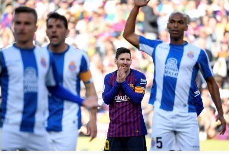 Messi toa sang giup Barca danh bai Espanyol 2-0 hinh anh 14
