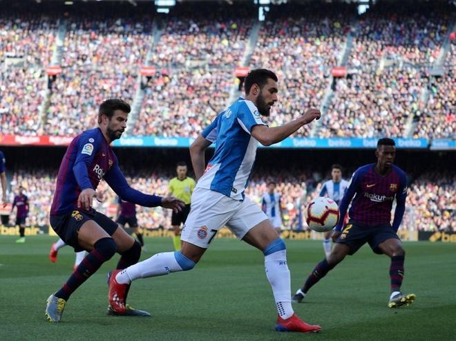 Messi toa sang giup Barca danh bai Espanyol 2-0 hinh anh 19