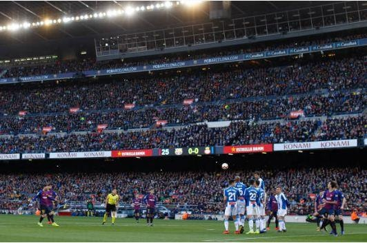 Messi toa sang giup Barca danh bai Espanyol 2-0 hinh anh 28