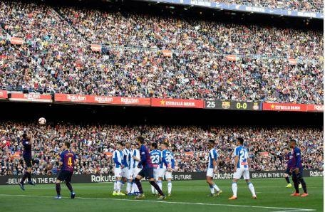 Messi toa sang giup Barca danh bai Espanyol 2-0 hinh anh 29