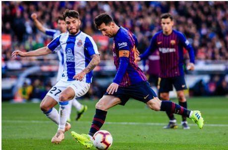 Messi toa sang giup Barca danh bai Espanyol 2-0 hinh anh 33