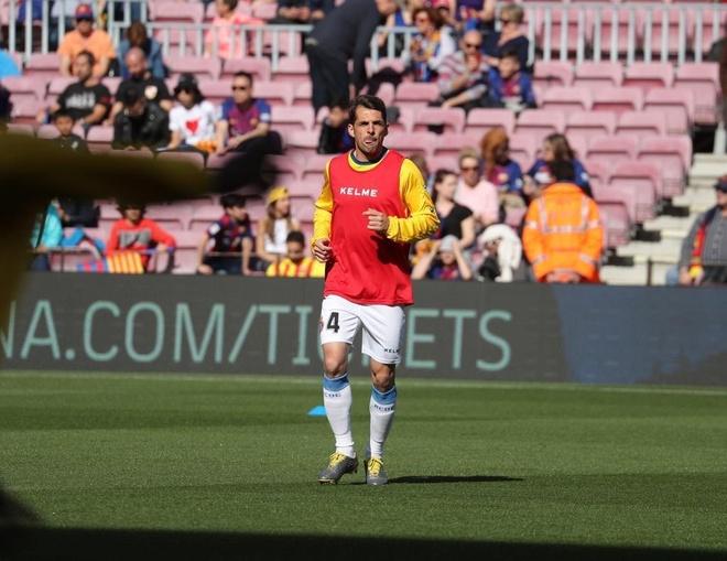 Messi toa sang giup Barca danh bai Espanyol 2-0 hinh anh 10