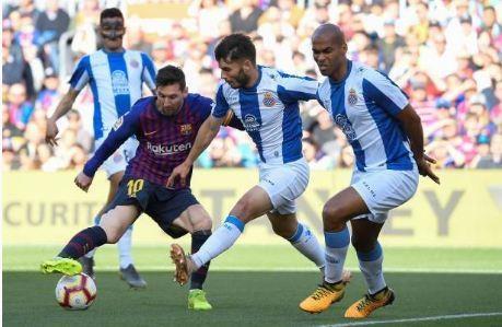 Messi toa sang giup Barca danh bai Espanyol 2-0 hinh anh 12