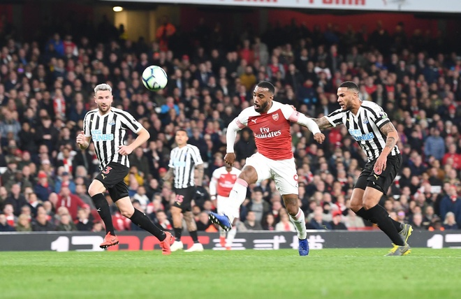 Arsenal vuot Tottenham sau tran thang thu 10 lien tiep tren san nha hinh anh 2