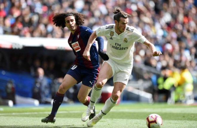 Real Madrid 2-1 Eibar: Show dien cua Benzema hinh anh 1