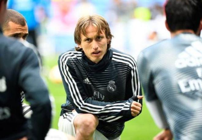 Real Madrid 2-1 Eibar: Show dien cua Benzema hinh anh 9