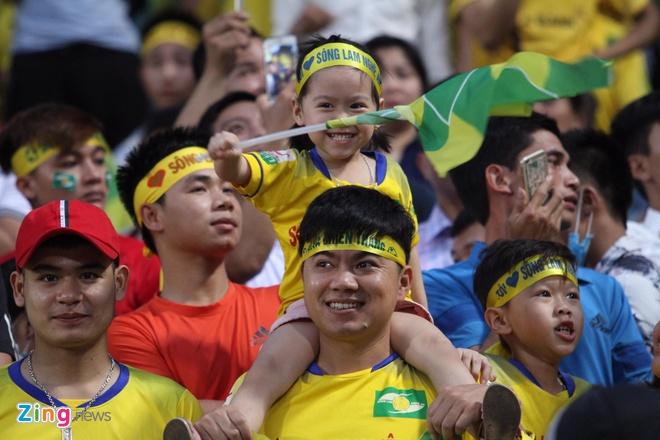Quang Hai toa sang giup CLB Ha Noi thang dam SLNA 4-0 hinh anh 10