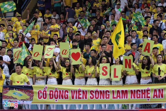 Quang Hai toa sang giup CLB Ha Noi thang dam SLNA 4-0 hinh anh 11