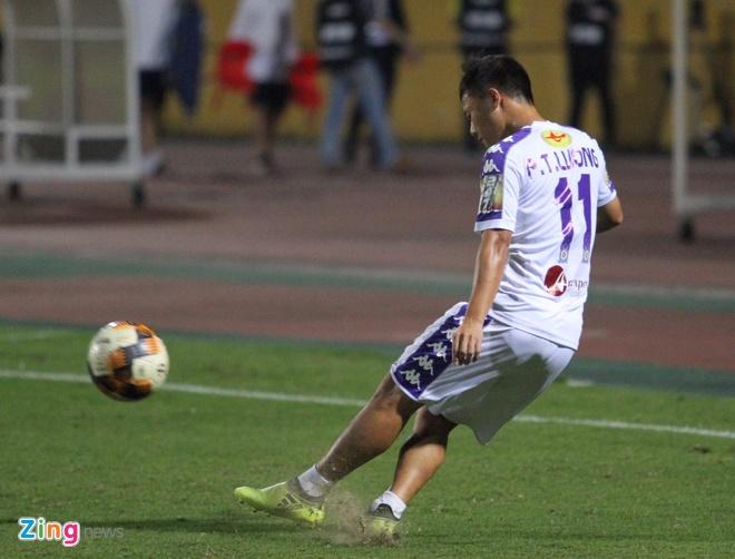 Quang Hai toa sang giup CLB Ha Noi thang dam SLNA 4-0 hinh anh 13
