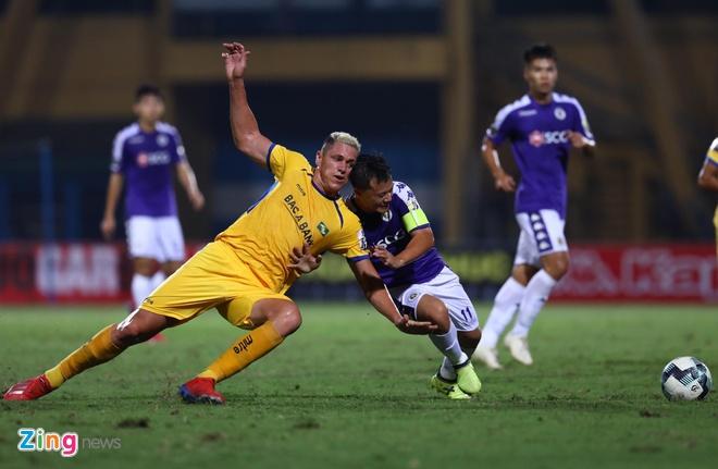 Quang Hai toa sang giup CLB Ha Noi thang dam SLNA 4-0 hinh anh 19