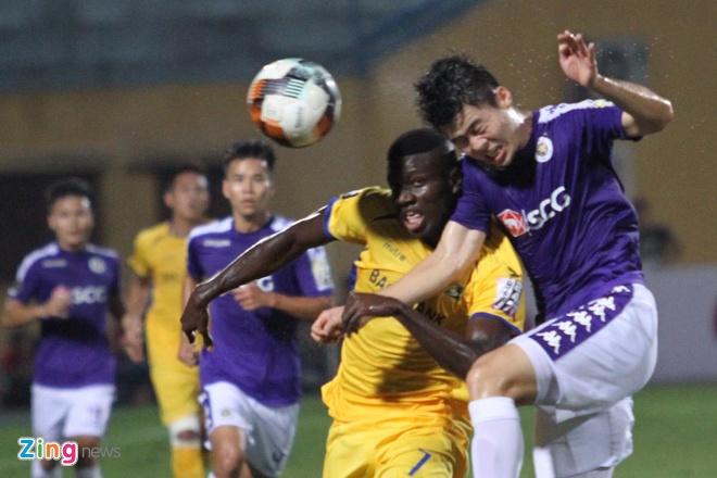 Quang Hai toa sang giup CLB Ha Noi thang dam SLNA 4-0 hinh anh 25
