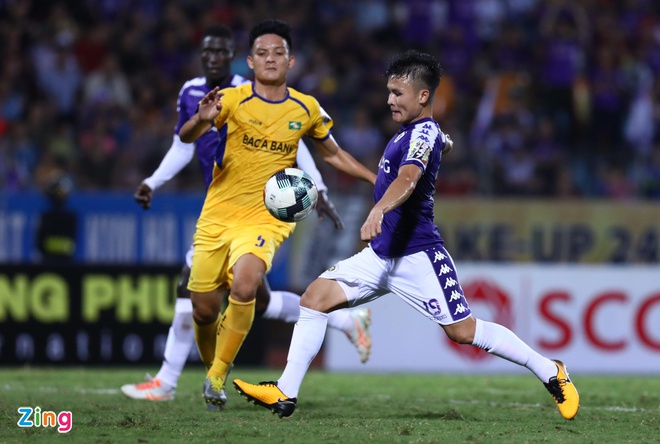 Quang Hai toa sang giup CLB Ha Noi thang dam SLNA 4-0 hinh anh 27