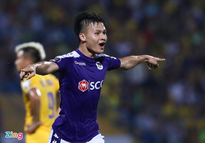 Quang Hai toa sang giup CLB Ha Noi thang dam SLNA 4-0 hinh anh 28