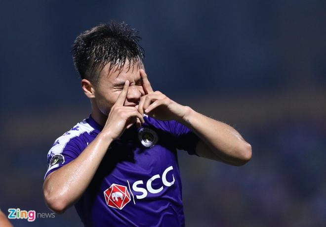 Quang Hai toa sang giup CLB Ha Noi thang dam SLNA 4-0 hinh anh 29