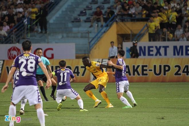 Quang Hai toa sang giup CLB Ha Noi thang dam SLNA 4-0 hinh anh 26