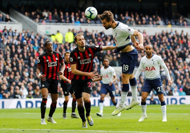 Lucas Moura lap hat-trick giup Tottenham de bep Huddersfield 4-0 hinh anh 13