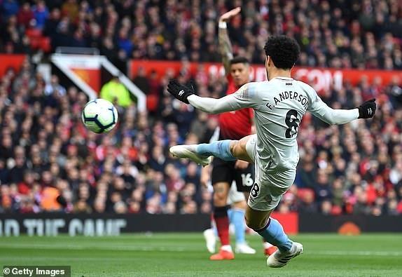 Man Utd 2-1 West Ham: Pogba lap cu dup tren cham 11 m hinh anh 15