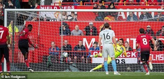 Pogba tiet lo ly do thay doi cach da penalty o tran thang West Ham hinh anh 1