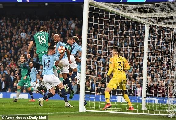 Ghi 4 ban o luot ve, Man City van phai chia tay Champions League hinh anh 26