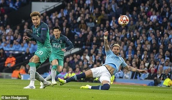 Ghi 4 ban o luot ve, Man City van phai chia tay Champions League hinh anh 15