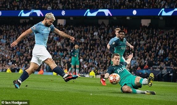Ghi 4 ban o luot ve, Man City van phai chia tay Champions League hinh anh 25