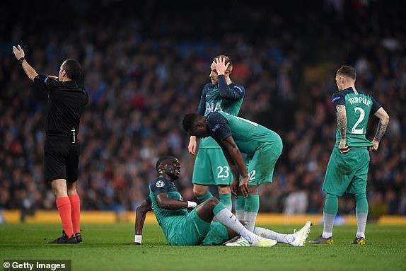 Ghi 4 ban o luot ve, Man City van phai chia tay Champions League hinh anh 21