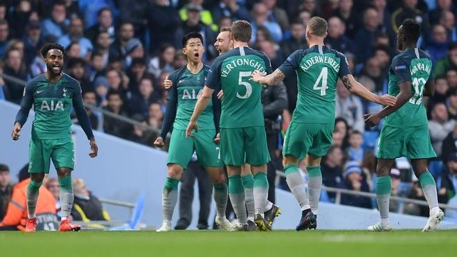 Ghi 4 ban o luot ve, Man City van phai chia tay Champions League hinh anh 14