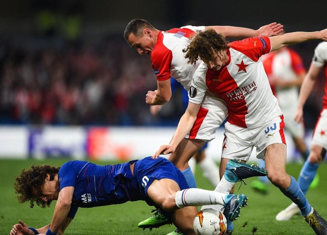 Khoanh khac David Luiz cham mat ban sao khien CDV thich thu hinh anh 1