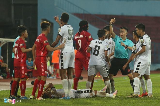 SLNA len vi tri thu 2 V.League sau tran thang Da Nang hinh anh 5