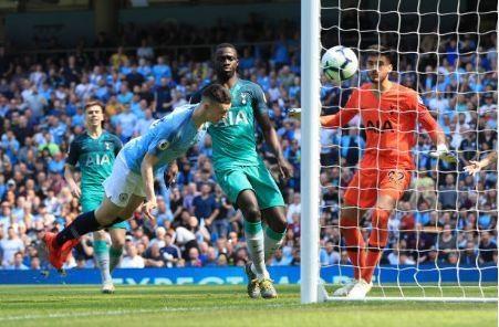 Man City tro lai ngoi dau sau chien thang truoc Tottenham hinh anh 24