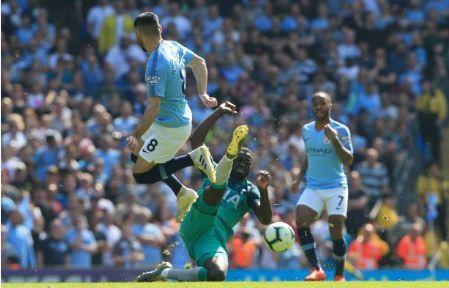 Man City tro lai ngoi dau sau chien thang truoc Tottenham hinh anh 28