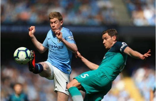Man City tro lai ngoi dau sau chien thang truoc Tottenham hinh anh 30