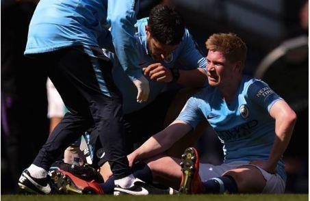 Man City tro lai ngoi dau sau chien thang truoc Tottenham hinh anh 36