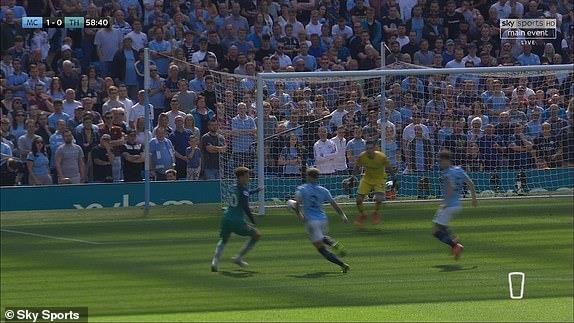 Man City tro lai ngoi dau sau chien thang truoc Tottenham hinh anh 44