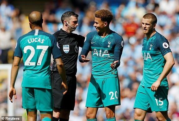 Man City tro lai ngoi dau sau chien thang truoc Tottenham hinh anh 45