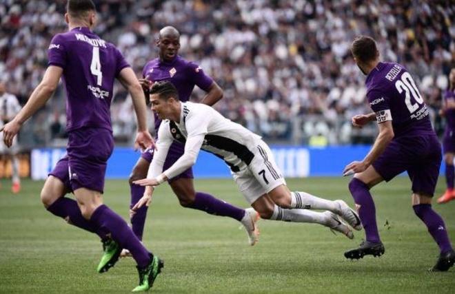 Ha Fiorentina, Ronaldo cung Juventus vo dich Serie A som 5 vong hinh anh 11
