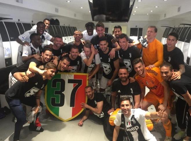 Ronaldo an mung phan khich trong ngay gianh Scudetto hinh anh 8