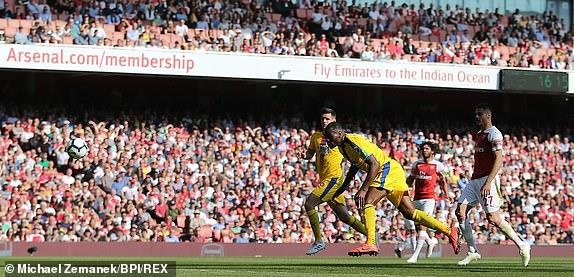 Arsenal tiep lua cho cuoc dua top 4 bang tran thua tren san nha hinh anh 13