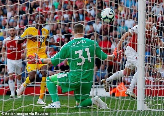 Arsenal tiep lua cho cuoc dua top 4 bang tran thua tren san nha hinh anh 16