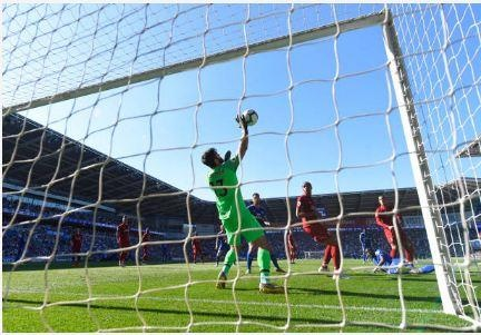 Liverpool tro lai ngoi dau sau chien thang truoc Cardiff City hinh anh 24