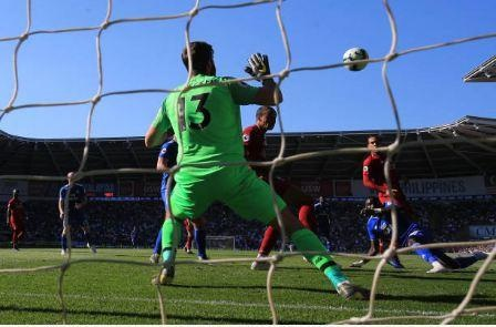 Liverpool tro lai ngoi dau sau chien thang truoc Cardiff City hinh anh 25