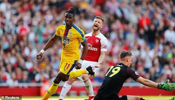 Arsenal tiep lua cho cuoc dua top 4 bang tran thua tren san nha hinh anh 20